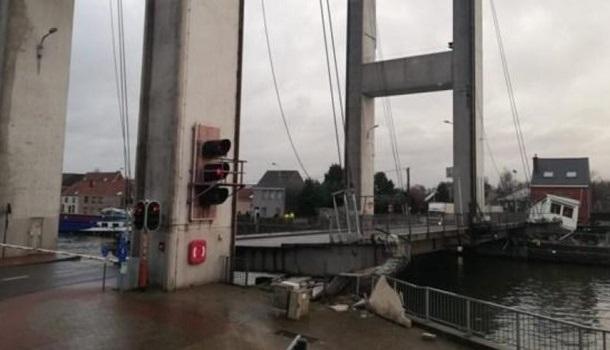 В столице Бельгии рухнул мост, обошлось без пострадавших