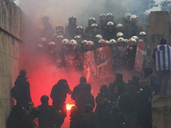 В Греции из-за столкновений пострадало 10 полицейских