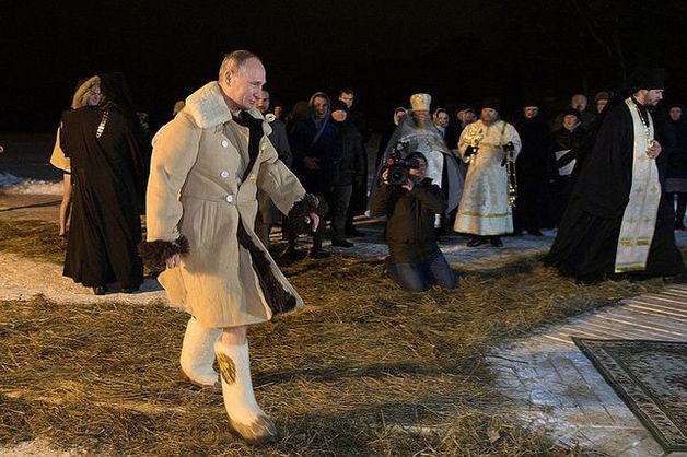 Попаданец Путин нырнул в прошлогоднюю прорубь