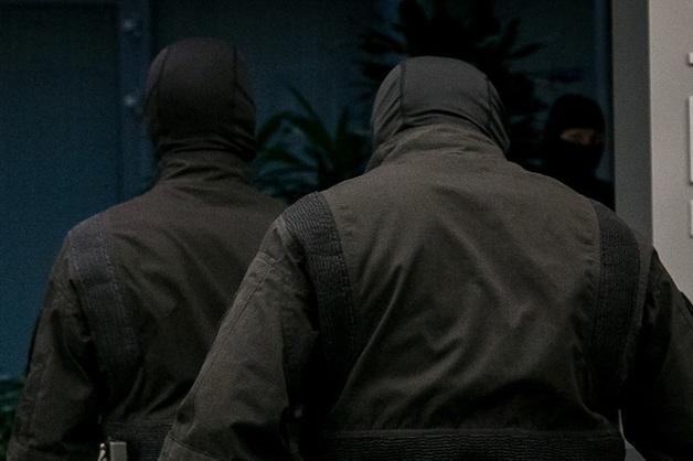 Силовики устроили обыски в доме пассажира, пытавшегося захватить рейс Сургут - Москва