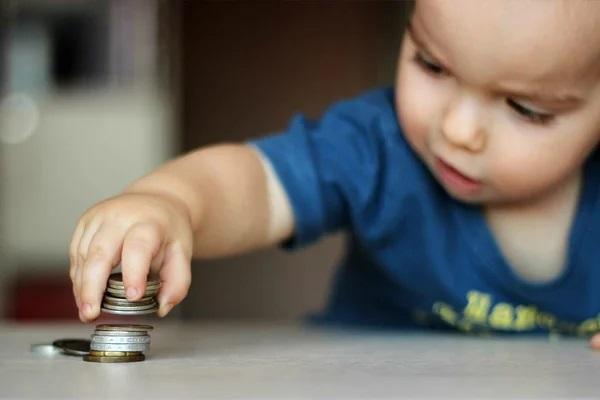В России детское пособие увеличили на 10 рублей