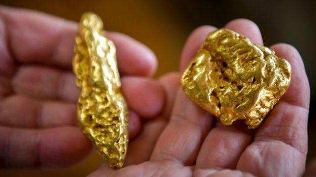 У Константина Костенко в кабинете обнаружилась золотая дыра
