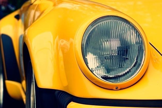 Заведующая из музея Ахматовой в Петербурге по вине угонщиков осталась без Porsche за 4,5 млн рублей