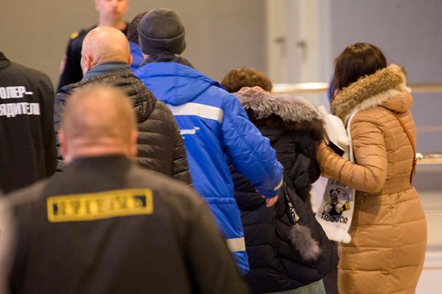 Шайба прилетела в лицо болельщице на хоккейном матче в Челябинске
