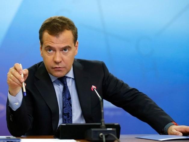 Медведев задумался о «регуляторной гильотине», которая снизит давление на бизнес