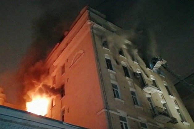 В центре Москвы сгорел старинный дом со «звездными квартирами»: сообщается о многочисленных погибших