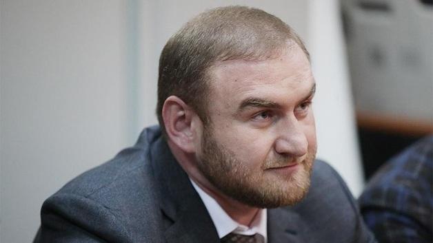 Сенатору Арашукову пришлось начать есть в СИЗО