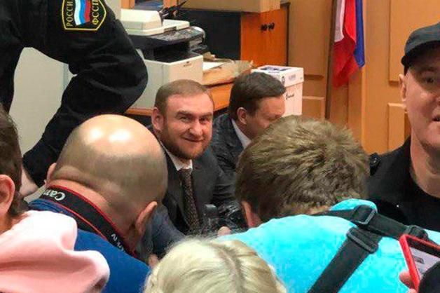 Сенатор Арашуков начал есть в СИЗО и пожаловался на недопуск адвоката