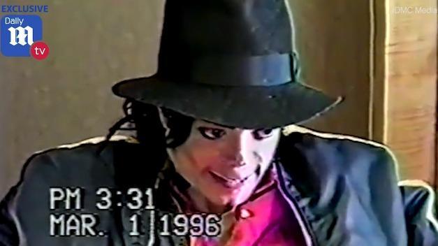 Смеется и выглядит нервным: как Майкла Джексона допрашивали по делу о педофилии