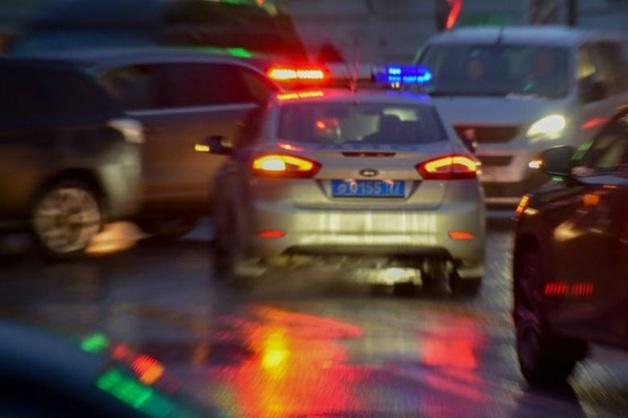 На юге Москвы подозреваемый уходил от погони и сбил на машине полицейского