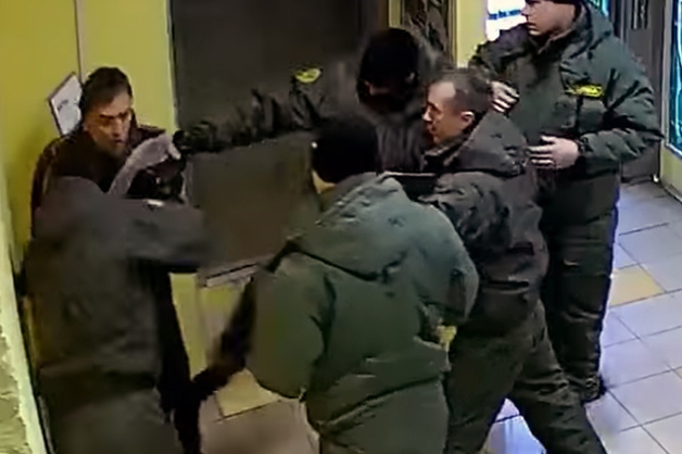 Сотрудники ЧОПа жестоко избили друга бывшего сити-менеджера Екатеринбурга