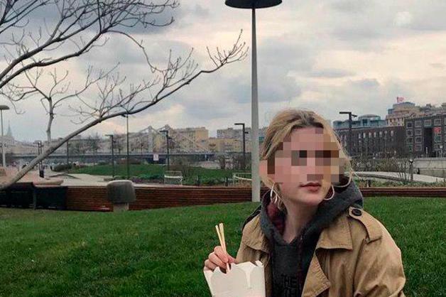 Студентка журфака МГУ пыталась выпрыгнуть в окно во время лекции