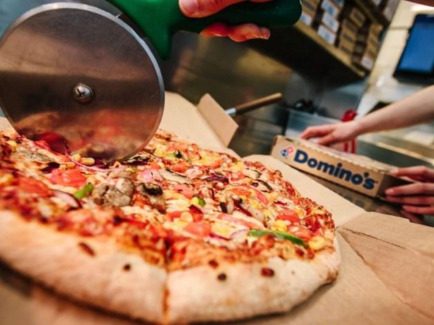 Отвратительно: Крысы ползали в витрине пиццерии Domino's на глазах сотен прохожих