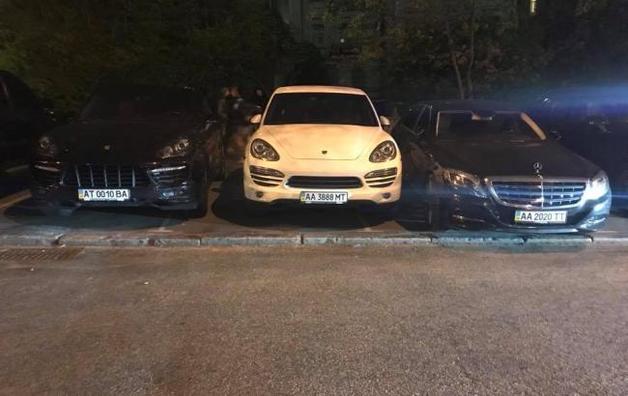 "Украинские олигархи на Lexus и Porsche приехали послушать ""Тает лед"""