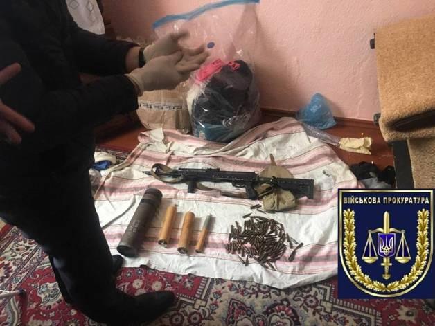 В Николаеве сержант украл три автомата из воинской части