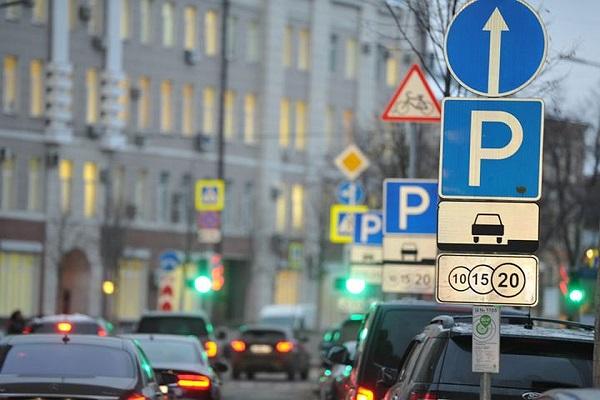 Киевские коммунальщики украли деньги на охрану парковок