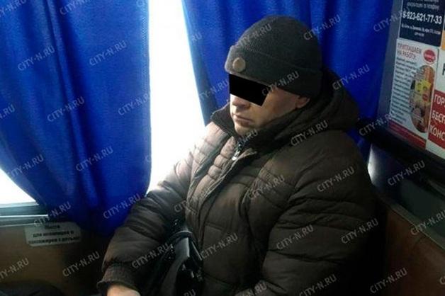 Пассажир избил женщину с детьми из-за места в маршрутке