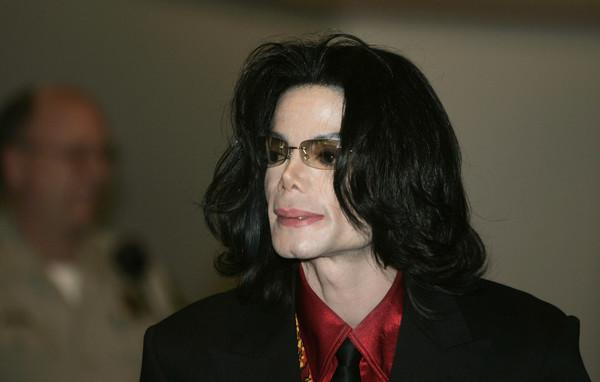 Останки Майкла Джексона требуют достать из могилы из-за секс-скандала