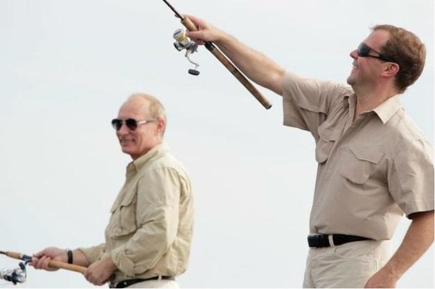 Суд обязал журналистов удалить статью о браконьерской рыбалке Медведева в заповеднике