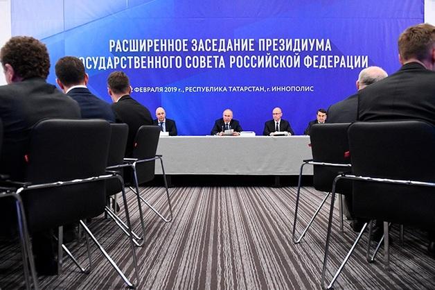 Путин обратился к Минниханову фразой «Куда вышел?»