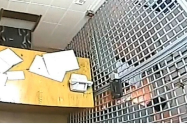 Обвиняемый в разбое сжег свое уголовное дело на глазах у следователя