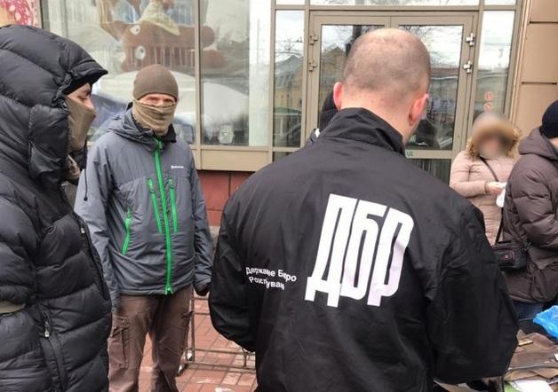 ГБР задержало двух лиц при получении взятки в 74,5 тысяч долларов за влияние на чиновников Минагрополитики