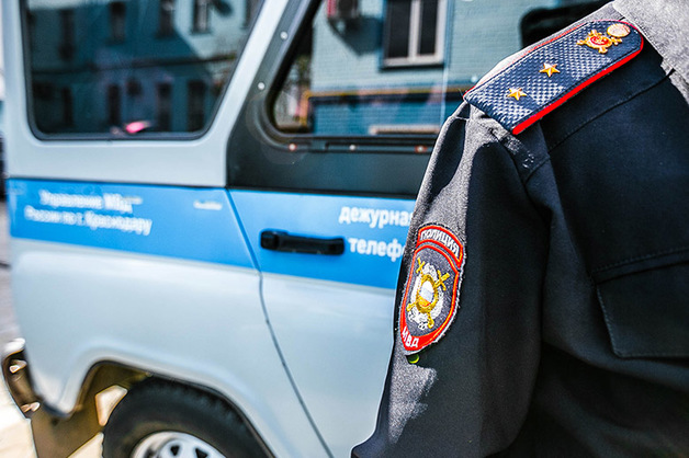 Неизвестный с пистолетом разгромил автомобиль тверского депутата в Москве