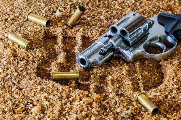 В КБР начальник отдела уголовного розыска подбросил родственнику оружие ради улучшения показателей