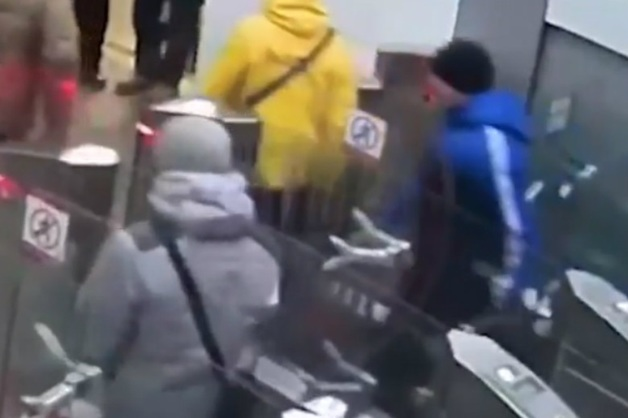 В Москве безбилетник ударил ножом контроллера метро