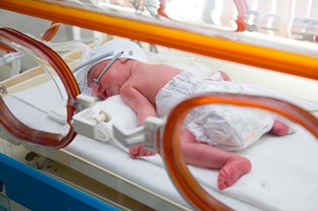 Жительница Хабаровска родила на полу в роддоме, не дождавшись врачей