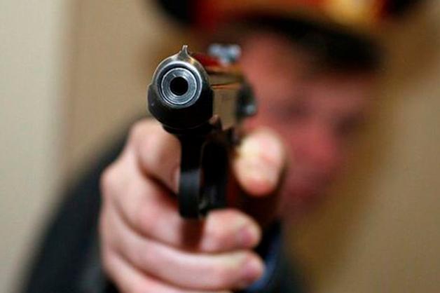 В Забайкалье полицейский застрелил напавшего на него с ножом дебошира