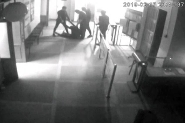 В Воронеже уволилась директор школы, где устраивали «вписки»