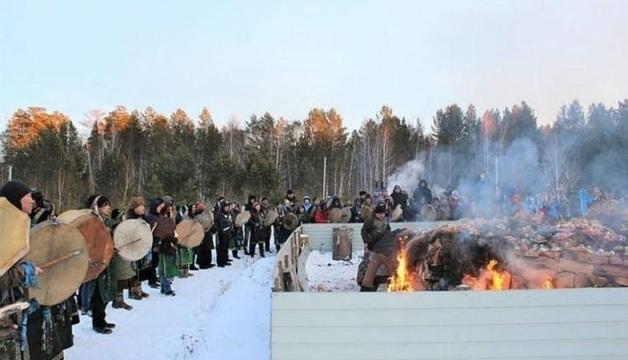 На шаманов, сжегших верблюдов «для укрепления России», возбудят уголовное дело за живодерство