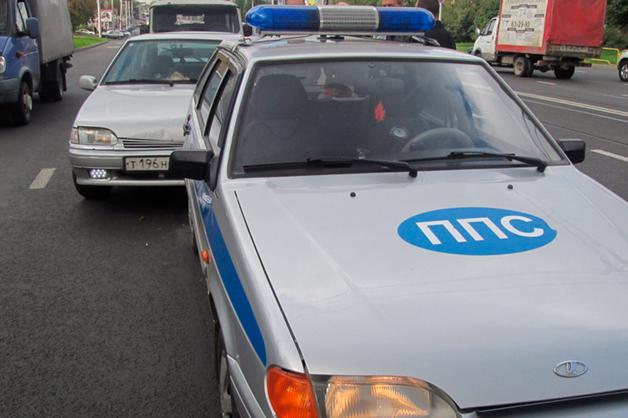 Полицейский пытался продать автомобиль фигуранта дела об убийстве и ключи от квартиры умершей москвички