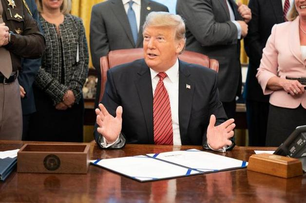 Расист, обманщик и мошенник: Экс-адвокат Трампа готовит разрушительные показания против президента США