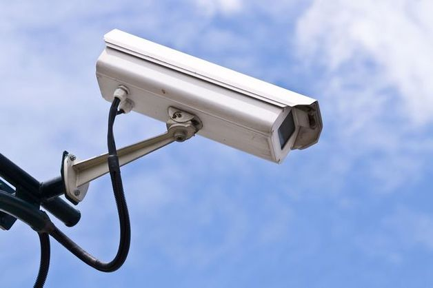 Приставы начали искать должников в Москве с помощью уличных видеокамер