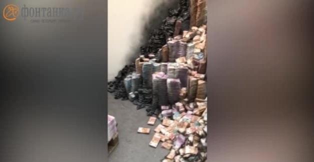«Фонтанка»: в Москве пытались сжечь гору денег в день обысков по делу сенатора Арашукова. Позже издание удалило новость