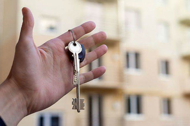 Зарезал супругу и напал на тещу: СМИ выяснили, чью квартиру пытался продать полицейский из Москвы