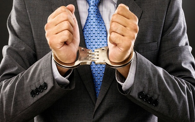 Осужден следователь, который вел переговоры о взятках в служебном туалете