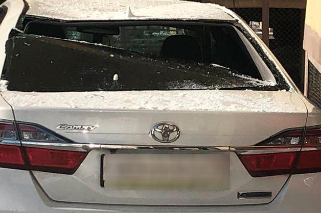 Автомобиль мэра Якутска разбит упавшей с крыши глыбой льда