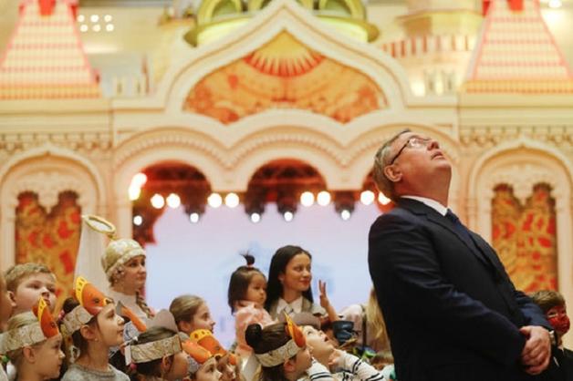 Глава ВТБ Андрей Костин присваивает миллионы долларов под видом благотворительной деятельности
