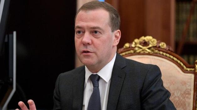 """""""Читайте учебники"""": Медведев приструнил посла США из-за заявления о Крыме"""