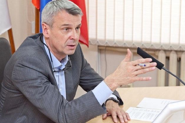 Губернатор Магадана отправил чиновников штукатурить дома