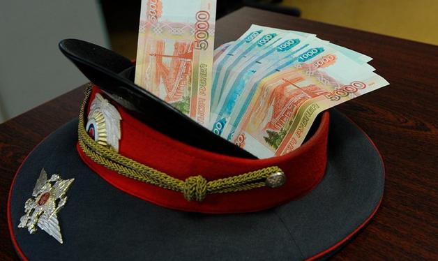 Участковый в Петербурге попался на взятках от уличных торговцев