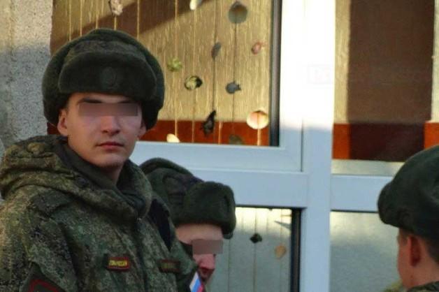 В Ростовской области командира посадили на год после того, как он сломал позвоночник солдату