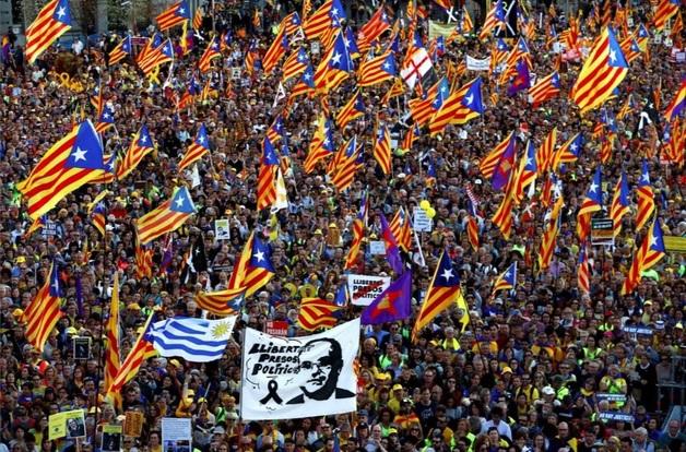 Тысячи сторонников независимости Каталонии устроили марш в Мадриде