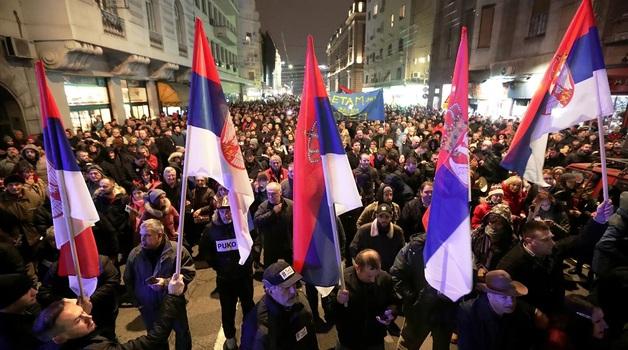 Протестующие ворвались в здание гостелевидения Сербии