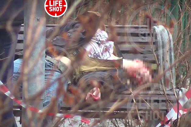 Мужчина покончил с собой на скамейке в центре Москвы