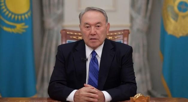 Он никуда не уходит: эксперты об отставке Назарбаева