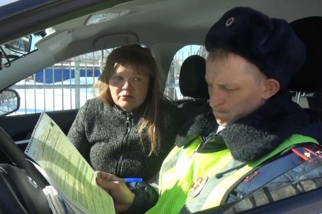 На Урале пьяная мать без водительских прав попала в ДТП с малолетними детьми
